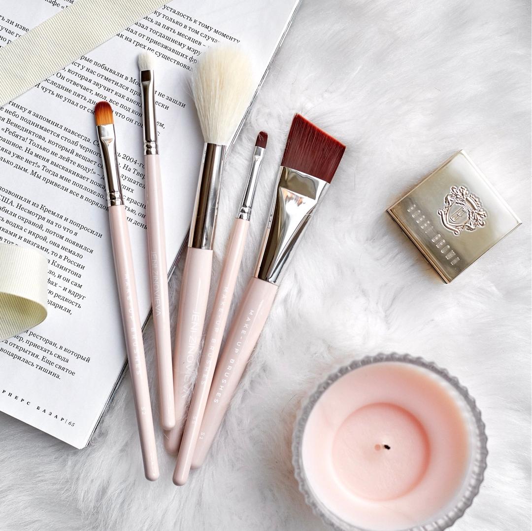 Аксессуары для макияжа: косметические кисти для консилера