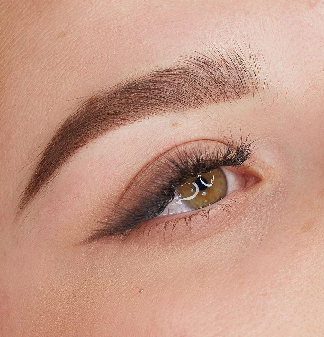 Аксессуары для макияжа: кисть для растушевки карандаша для глаз
