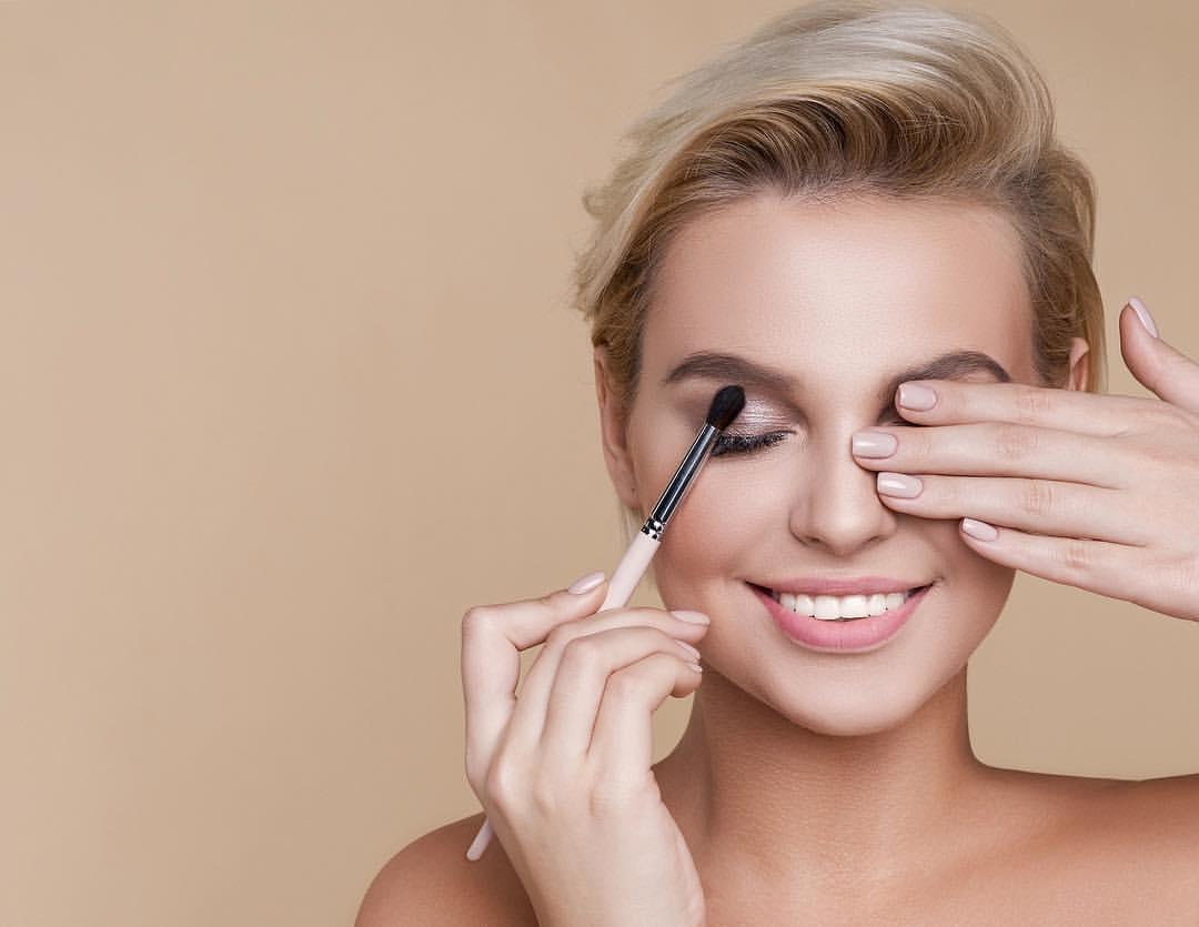 Аксессуары для макияжа: Кисть для подводки стрелок: как выбрать и использовать